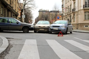 three cars involved in an accident, auto accident attorney