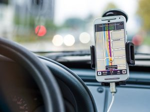 driving while using a smart phone to navigate
